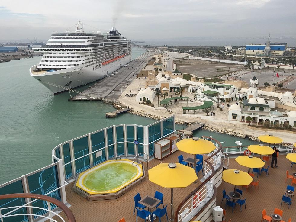 Vue du bateau sur le port de Tunis