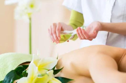 le plaisir d'un massage aux huiles