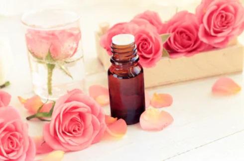 l'huile essentielle de rose