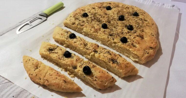Focaccia aux herbes et aux olives